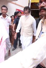 Amitabh Bachchan at asthami pooja at ram krishna mission on 8th Oct 2016 (58)_57fb22a059c8b.JPG