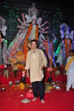 Anu Malik at Durga Pooja on 8th Oct 2016 (124)_57fb16ed618eb.JPG