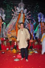 Anu Malik at Durga Pooja on 8th Oct 2016 (125)_57fb170104138.JPG