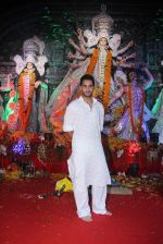 Armaan Jain at durga pooja on 9th Oct 2016 (62)_57fb70429cfe8.JPG
