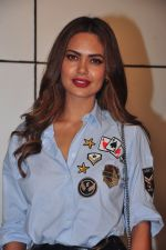 Esha Gupta at Omung Kumar bday Bash on 8th Oct 2016 (80)_57fb289ca2d45.JPG