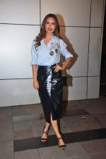 Esha Gupta at Omung Kumar bday Bash on 8th Oct 2016 (81)_57fb28a83e870.JPG