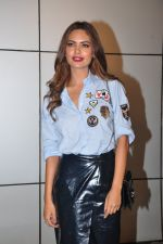 Esha Gupta at Omung Kumar bday Bash on 8th Oct 2016 (83)_57fb28bb02f43.JPG