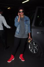 Huma Qureshi snapped at airport on 9th Oct 2016 (16)_57fb6bdd993a8.JPG