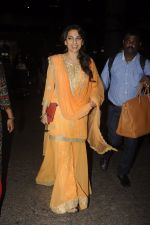 Juhi Chawla snapped at airport on 9th Oct 2016 (17)_57fb6f1f14926.JPG