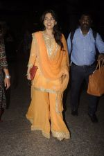 Juhi Chawla snapped at airport on 9th Oct 2016 (18)_57fb6f2e8c16a.JPG
