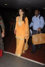 Juhi Chawla snapped at airport on 9th Oct 2016 (23)_57fb6fe2ee768.JPG