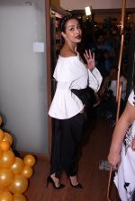 Malaika Arora Khan snapped at patisserie a saluti (1)_57fb1cd60ad9d.JPG