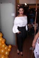 Malaika Arora Khan snapped at patisserie a saluti (6)_57fb1cf772ea7.JPG