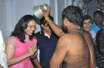 Sania Nehwal visits film nagat temple on 9th Oct 2016 (18)_57fb75eb86136.JPG