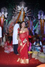 Sharbani Mukherjee at durga pooja on 9th Oct 2016 (13)_57fb7084ac65d.JPG