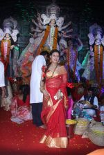 Sharbani Mukherjee at durga pooja on 9th Oct 2016 (14)_57fb7094d767e.JPG