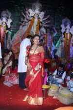 Sharbani Mukherjee at durga pooja on 9th Oct 2016 (9)_57fb6fd75b663.JPG
