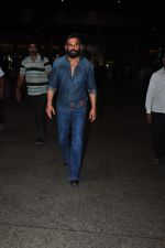 Sunil Shetty snapped at airport on 9th Oct 2016 (16)_57fb6bd39926c.JPG