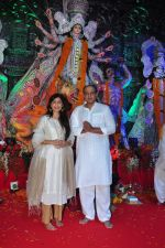 Sunita Gowariker, Ashutosh Gowariker at Durga Pooja on 8th Oct 2016 (127)_57fb1aa1d1cb7.JPG