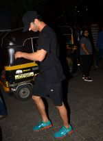 Sushant Singh Rajput snapped at Bandra and later at PVR on 9th Oct 2016 (2)_57fb6e77449df.JPG