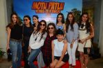 Suzanne Khan, Mini Mathur, Sonali Bendre, Farah Khan, Anu Dewan, Gayatri Joshi, Kehkashan at Motu Patlu screening in Mumbai on 9th Oct 2016 (96)_57fb75080a49c.JPG
