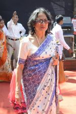 Tanuja at Durga Pooja on 8th Oct 2016 (79)_57fb1a2175848.JPG
