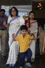 Tanuja at Durga Pooja on 8th Oct 2016 (81)_57fb190db43e9.JPG