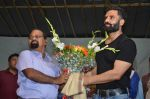sunil shetty at durga pooja on 8th Oct 2016 (7)_57fb23d10018a.JPG