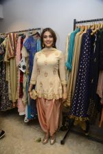 Aarti Chhabria at designer Manali Jagtap store festive collection launch on 10th Oct 2016 (133)_57fc89193b5c6.JPG