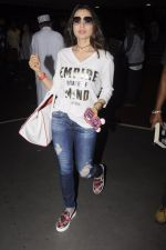 Ameesha Patel snapped at airport on 10th Oct 2016 (17)_57fc7eb21ee8c.JPG