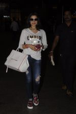 Ameesha Patel snapped at airport on 10th Oct 2016 (20)_57fc7eccc76ed.JPG