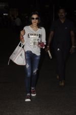 Ameesha Patel snapped at airport on 10th Oct 2016 (22)_57fc7eeed0f6f.JPG