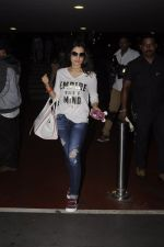 Ameesha Patel snapped at airport on 10th Oct 2016 (25)_57fc7f2a8f1c6.JPG