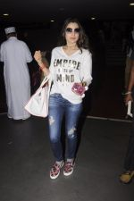 Ameesha Patel snapped at airport on 10th Oct 2016 (27)_57fc7f49cca71.JPG