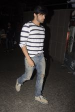 Himesh Reshammiya snapped at airport on 10th Oct 2016 (9)_57fc7eede5577.JPG