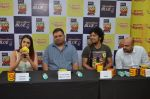 Papon and Shalmali Kholgade at the Announcement Of Mirchi Top 20 Concert on 10th Oct 2016 (12)_57fc84c84ef60.JPG