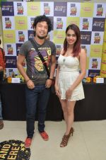 Papon and Shalmali Kholgade at the Announcement Of Mirchi Top 20 Concert on 10th Oct 2016 (24)_57fc85fb7d67f.JPG