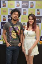 Papon and Shalmali Kholgade at the Announcement Of Mirchi Top 20 Concert on 10th Oct 2016 (25)_57fc84de24e40.JPG