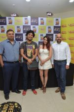 Papon and Shalmali Kholgade at the Announcement Of Mirchi Top 20 Concert on 10th Oct 2016 (31)_57fc84f89e0c3.JPG