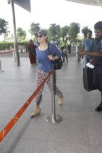 Preity Zinta snapped at airport on 11th Oct 2016 (26)_57fc7e00a41f0.JPG