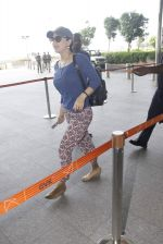 Preity Zinta snapped at airport on 11th Oct 2016 (15)_57fc7d2446eb7.JPG