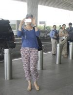 Preity Zinta snapped at airport on 11th Oct 2016 (24)_57fc7ddd929f9.JPG