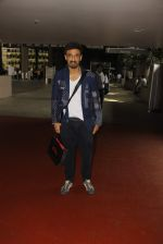 Rahul Dev snapped at airport on 11th Oct 2016 (21)_57fc7d3c09056.JPG