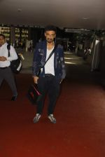 Rahul Dev snapped at airport on 11th Oct 2016 (23)_57fc7d63a707f.JPG