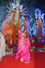 Rani Mukherjee at Durga Pooja on 10th Oct 2016 (1)_57fc7c3a26bb9.JPG