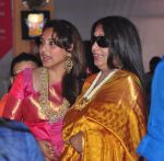 Rani Mukherjee at durga pooja on 10th Oct 2016 (16)_57fc6efed01d8.JPG