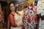 Smita Thackeray at designer Manali Jagtap store festive collection launch on 10th Oct 2016 (31)_57fc89c4569ea.JPG