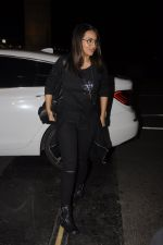 Sonakshi Sinha snapped at airport on 10th Oct 2016 (54)_57fc7f321fd2a.JPG