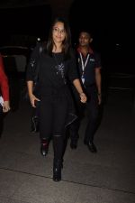 Sonakshi Sinha snapped at airport on 10th Oct 2016 (57)_57fc7f57b8218.JPG