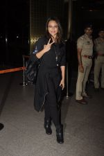 Sonakshi Sinha snapped at airport on 10th Oct 2016 (66)_57fc7f9313601.JPG