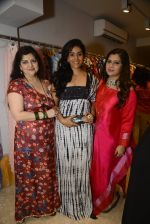 Sonali Kulkarni at designer Manali Jagtap store festive collection launch on 10th Oct 2016 (79)_57fc8d624c151.JPG