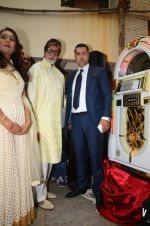 Amitabh Bachchan celebrates his birthday with media on 11th Oct 2016 (27)_57fdcc5e58252.JPG