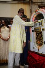 Amitabh Bachchan celebrates his birthday with media on 11th Oct 2016 (44)_57fdcce66d065.JPG