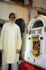 Amitabh Bachchan celebrates his birthday with media on 11th Oct 2016 (46)_57fdcd009e105.JPG